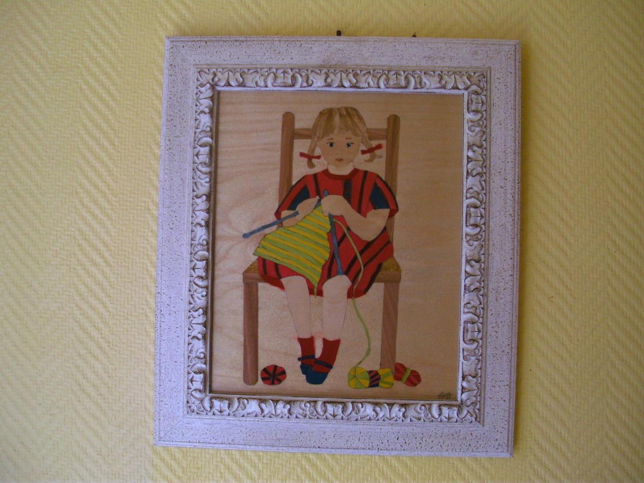 Petite fille qui tricote